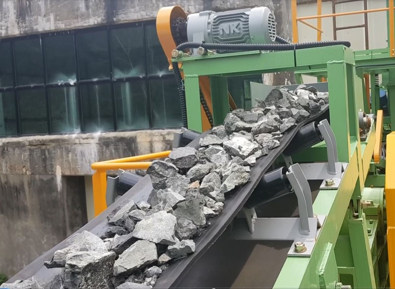 Crushing unit capable of crushing 1 ton+ of ore per hour