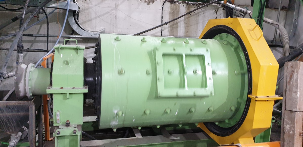 Ball mill optimized for desired particle size and density