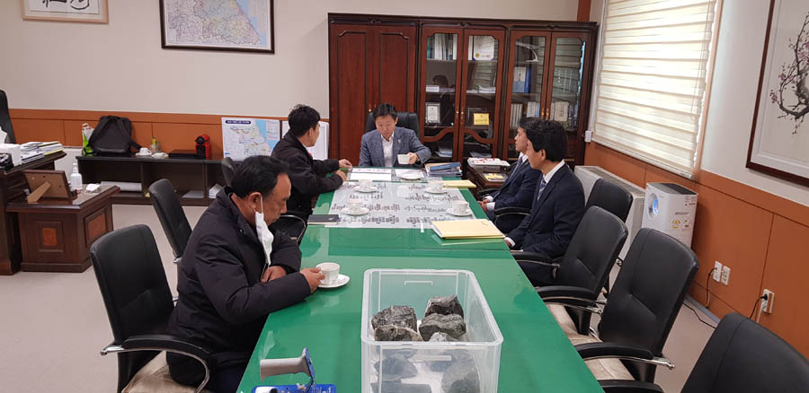 Meeting with Vice Governor Woo